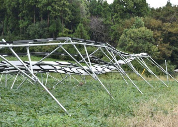 ソーラーシェアリングの架台が倒壊した図