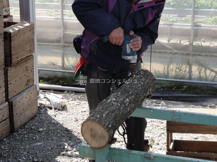 原木の穴開け